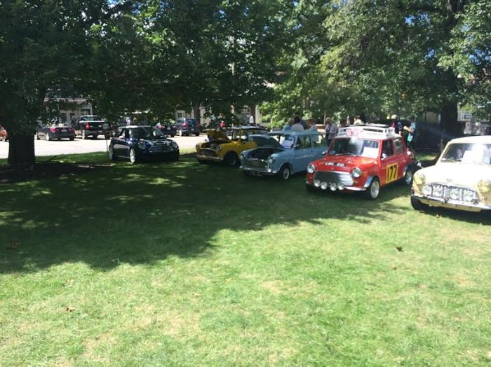 Mini's on the square, 21 August 2016